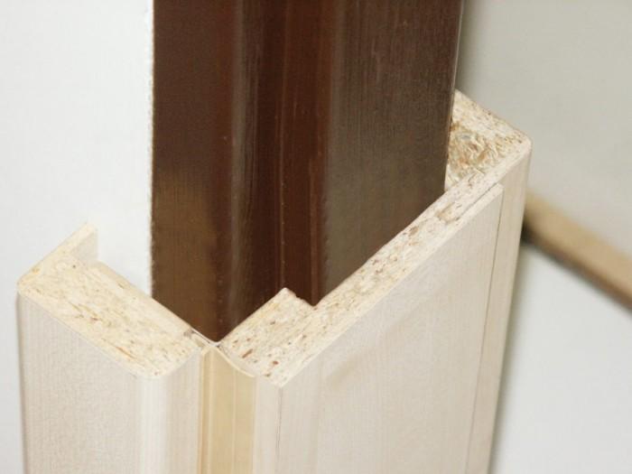 Obklady staré železné zárubně v panelových domech
